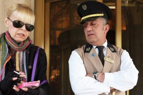 Calculate holiday tips for your doorman with this helpful 'tip-o-meter'